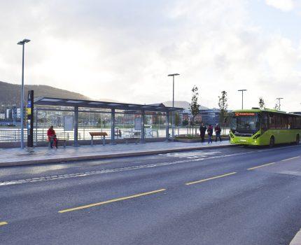 Ny bussholdeplass og promenade ved Øvre Strandgate har åpnet